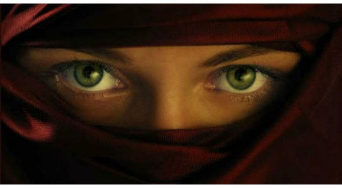 Ojos Arabe Rojo BUENA